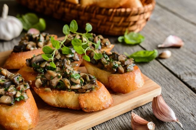 Toast aux champignons frits