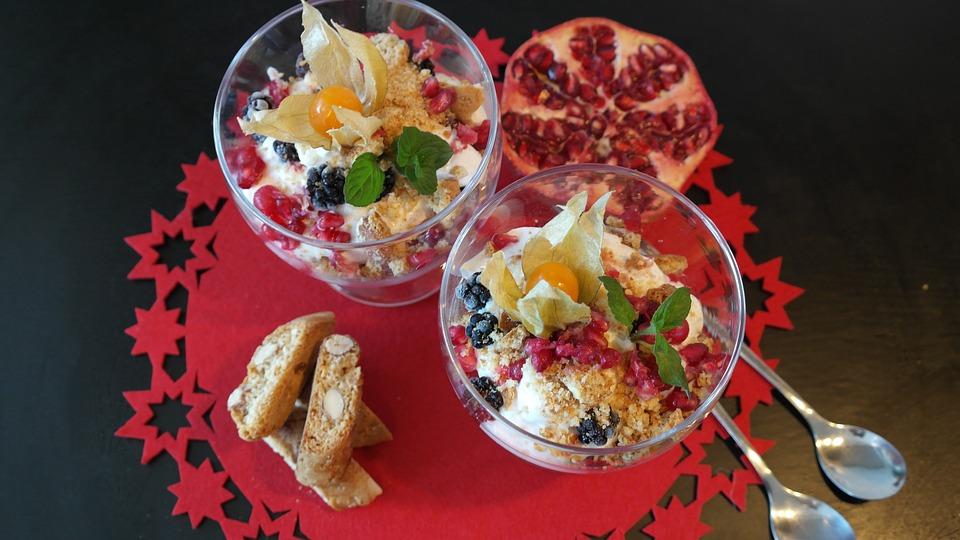 Recette du petit déjeuner avec de la farine d'avoine et de la crème de fruits