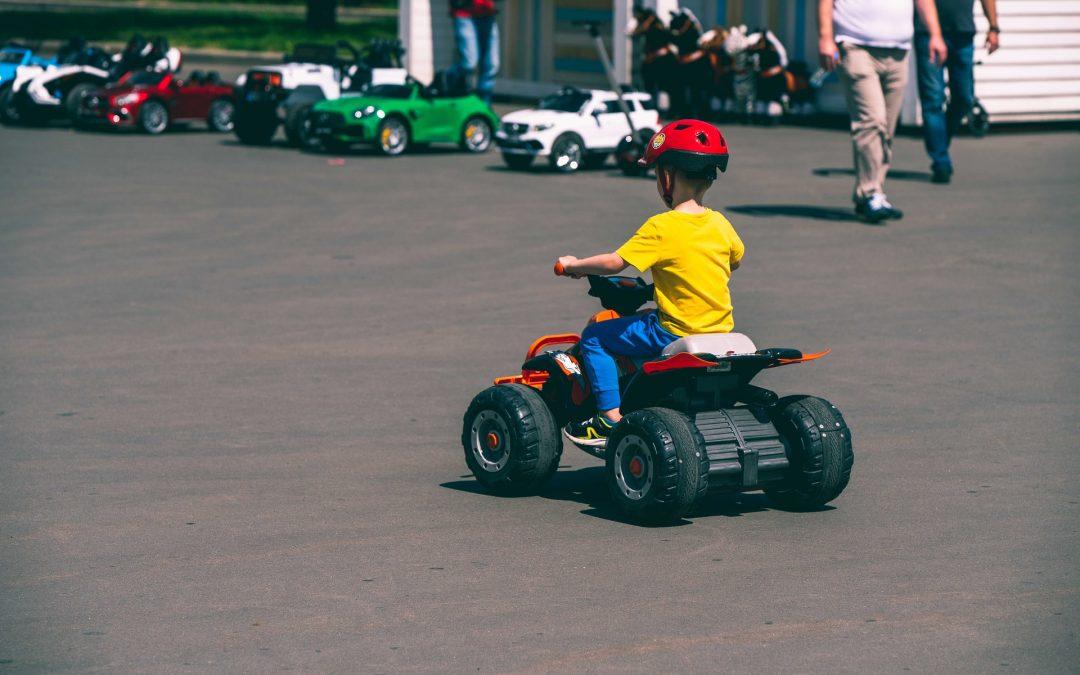 Mon enfant va conduire sa première voiture électrique