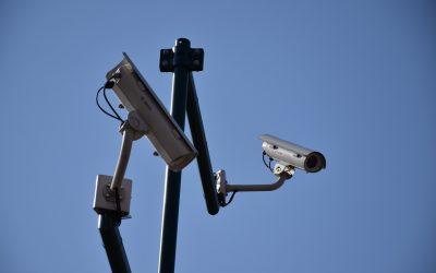 Quelles sont les options avancées d'une caméra de surveillance ?